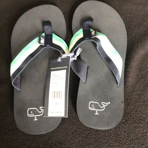 New boys Vineyard Vines flipflops